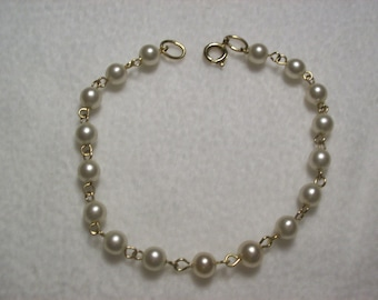 Pearl Chained Bracelet