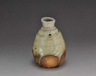 Shigaraki, anagama, ten-day anagama wood firing, with natural ash deposits tea cup. tokuri-40 with a paulownia box.
