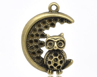 5 Bronze Owl in Moon Charms - Antique Bronze - 28x21mm - Ships IMMEDIATELY from California - BC137