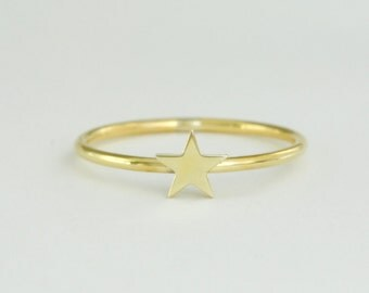Star Ring in Solid 14K Gold