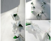 Vintage jewelry. Murano Venetian glass bird necklace.Paloma blanca. Little white glass doves, green leaves and snow birds