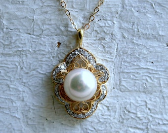 Vintage 18K Yellow Gold Diamond and Pearl Pendant with Chain.