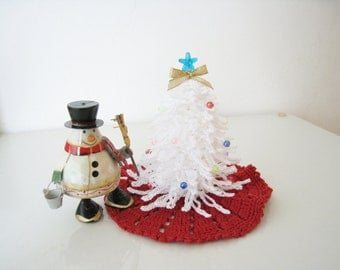 Crochet Dollhouse Miniature Christmas Decorations White Tree  Ornaments with Red Rug Room Decor Table House Idea Home Decor
