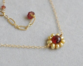 Choker necklace with Garnet, fresh water pearls, 14K gold filled. N085.