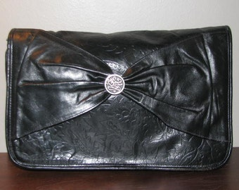 Black Mamba // INDIA LEATHER Bow Clutch // Vintage 70's EMBOSSED Print Purse Chic Hipster 80's Shoulder Bag