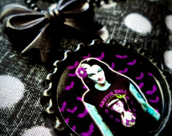 Mistress of the Night: Lily necklace