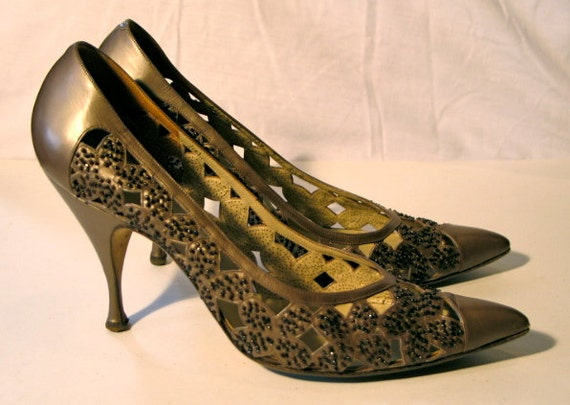 Vintage 1950s Kitten Heel Italian Leather Beaded Shoes - 8.5