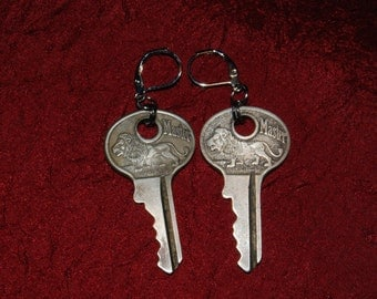 Lion Master - Silver Antique Keys