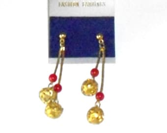 Vintage Dangle Earrings, Red and Gold Fashion Earrings, costume jewelry, retro Jewelry gold tone, drop earrings red beads pierced