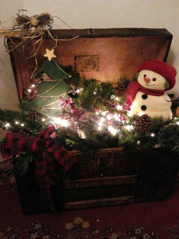 Trunk antique trunk christmas decoration vintage trunk for Antique christmas decoration