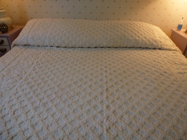Vintage Chenille Queen Size Bedspread In Cream Color