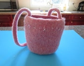 Felted pink bucket handbag with handle