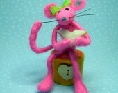 Maddie....needle felted mouse