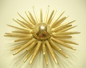 Gorgeous Bright 3-D Sunburst Brooch or Pendant (2267)
