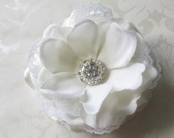White Bridal Hair Flower. Romantic and Shabby Chic  / Anna-Belle