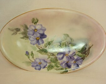 "Decorative vintage Periwinkle Blue gold rim dish, 8.5"" x 5"""