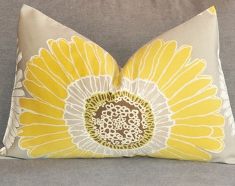 Daisy Pillow Cover, Decorative Pillow, Throw Pillow, Toss Pillow, Lumbar, Yellow Daisy, Chrysanthemums,  Home Furnishing, Home Decor