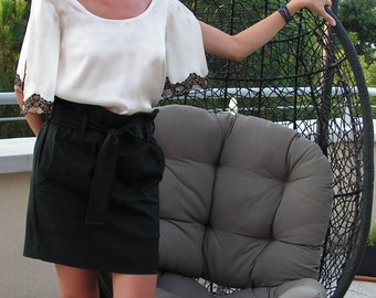 Black short skirt with pockets and knot belt.6013
