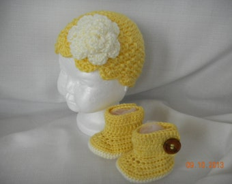 Yellow Crochet  Baby ugg boots and matching hat just right for Easter