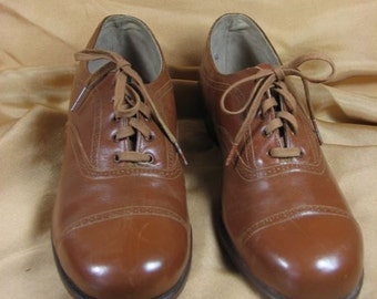 1930s Caramel Colored  Oxfords......est size 6 to 6 1/2