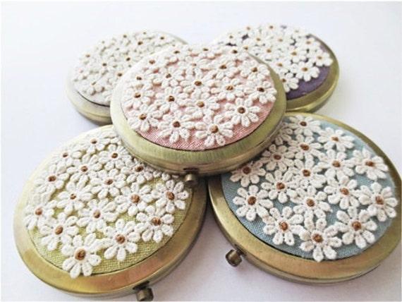 Espelho compacto personalizado com cores pastel flor rendas applique