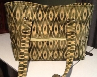 Reduced! Now 30 dollars!! Quilted green large, sturdy tote with outside zippered pocket