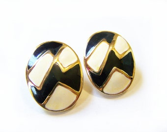 Vintage Gold Tone Black and White Zig Zag Oval Clip On Earrings / Gift for Her / M288