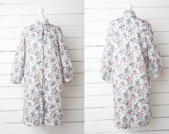 1970s Vintage Quilted White Floral House Coat Robe for Ladies / Size M-L / House Coat Robe Loungewear Women
