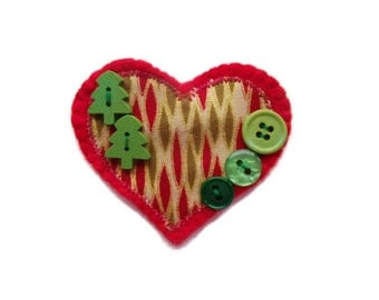 Christmas Felt Brooch. Heart Shaped with Buttons. REDUCED PRICE
