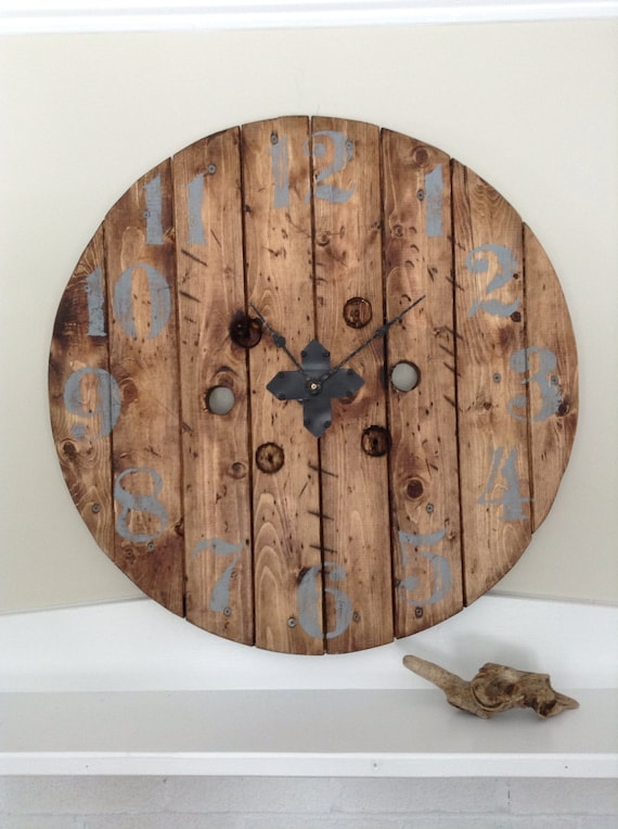 Gartenbank Holz Vintage Grey ~ Spool Clock, Upcycled Clock, Large Clock, Wood Clock, Rustic Clock