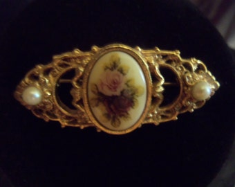 "Vintage ""1928"" jewelry brooch"