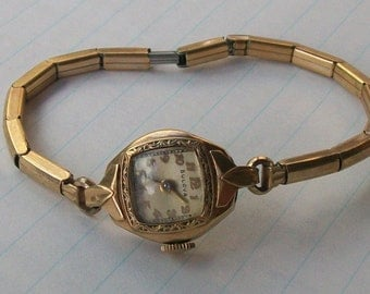 Items similar to Vintage Bulova Watch 14K Rolled Gold ...