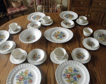 Sale Cronin Dinner Set Service for Six -  Daffodills