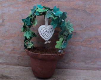 Dollhouse - Miniature - Green arched plant