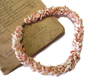 Vintage  Coral Shell Necklace, Hawaiian Style, Beach Jewelry, Summer Necklace