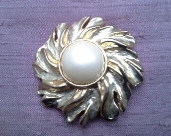 Gold Pearl Clip
