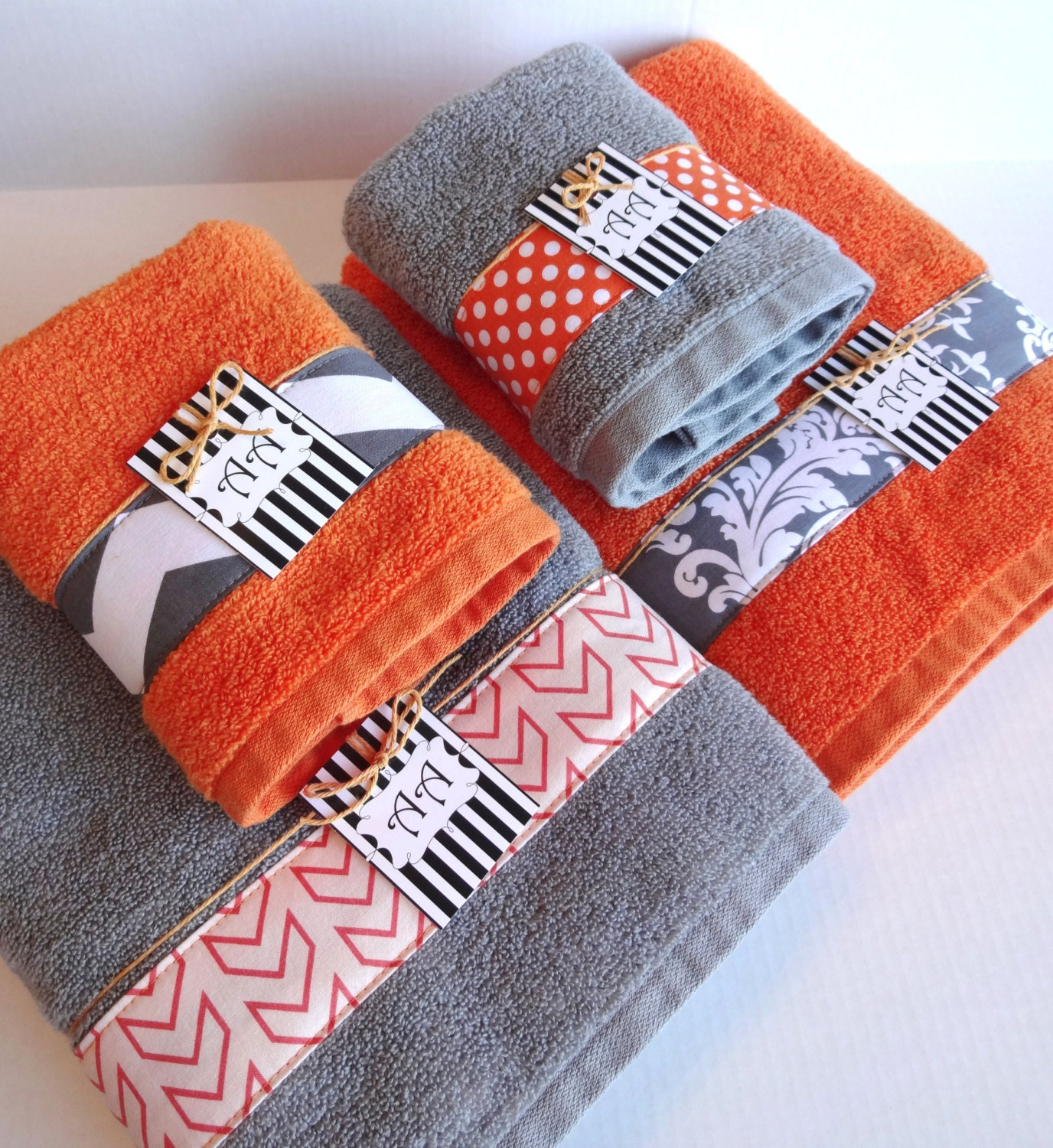 Set of 4 bath towels gray and orange grey and orange for Orange and grey bathroom accessories