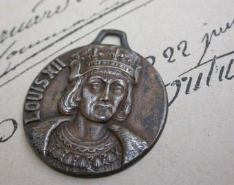 French antique  solid bronze silver plated King Louis XII crown  flower lys lion royal pendant portrait King Louis