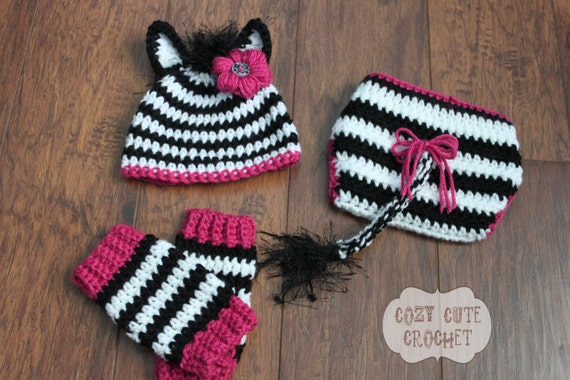 Crochet Pattern Zebra Hat : Items similar to Zebra Hat, Leg Warmers, and Diaper Cover ...
