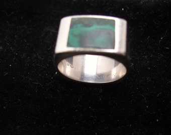 Vintage Silver Ring With Jade Stone.