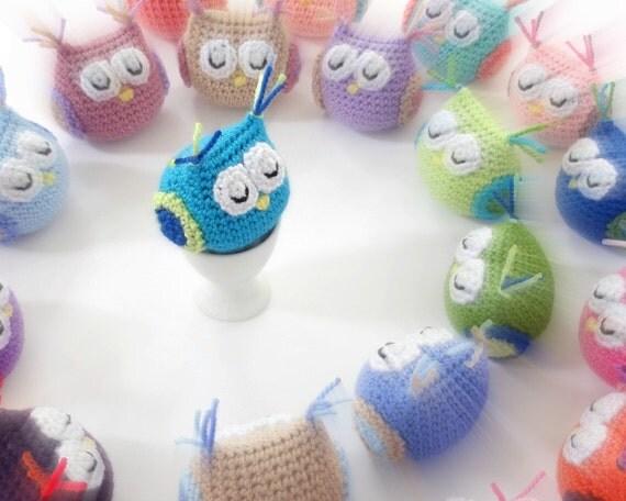 Handmade crochet animal toy. Amigurumi owls.