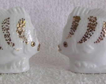 Sale ...Sale.....VINTAGE / NEW Old Store Stock / White Fish Ceramic Salt and Pepper Shakers / Gold Trim / Made in Japan /  Perfect Condition