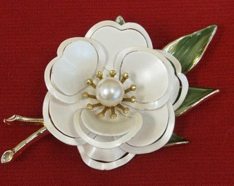 Vintage Enamel White Flower Brooch/Pin with Pearl Center