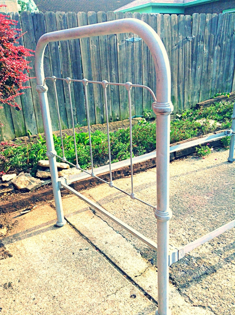 Antique Iron Bed Frame With Springs : Sale antique cast iron twin bed frame