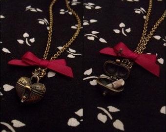 Collana portavelono cuore con fiocco e pergamena - Bow heart necklace poison paper handmade