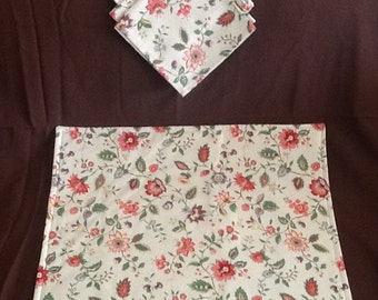 Floral Placemat and Napkin Set with Pink Chintz