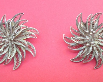Vintage Filigree Silver Tone Flower Clip On Earrings