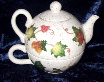 Two-in-One Teapot / Teapot and Saucer