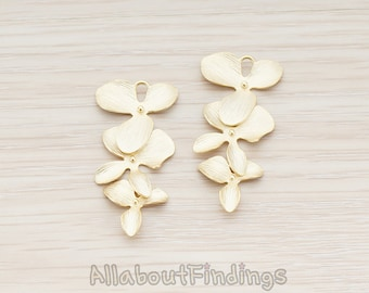 PDT507-01-MG // Matte Gold Plated Triple Flower Pendant, 2 Pc