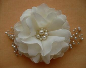Ivory hair clip/comb Flower hair clip/comb  Bridal hair accessories